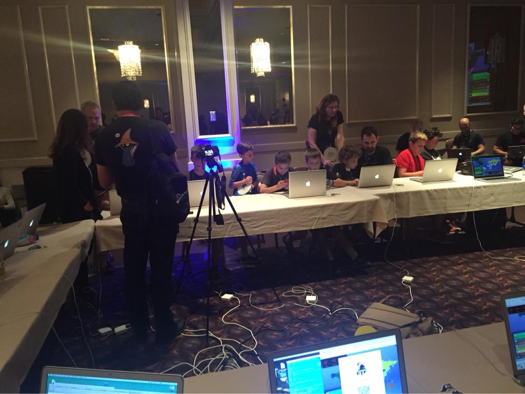 Kids learning to hack for good @_defcon_ . This is too cute. #defcon http://t.co/Yb7D4BsoNI