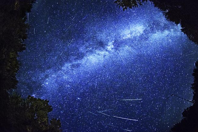 今年も、流星との出合いに心ときめくシーズンがやってきました! 毎年恒例「ペルセウス座流星群」がもうすぐ見頃を迎えます。 http://t.co/1EwE0IoZvB http://t.co/p90mL34Y3C