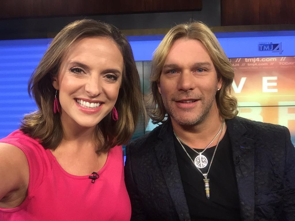 Hey country & @NBCTheVoice fans!  Check out who is in the @tmj4 studio this AM! @CWBYall takes @wistatefair tonight! http://t.co/Pwccffe6BL