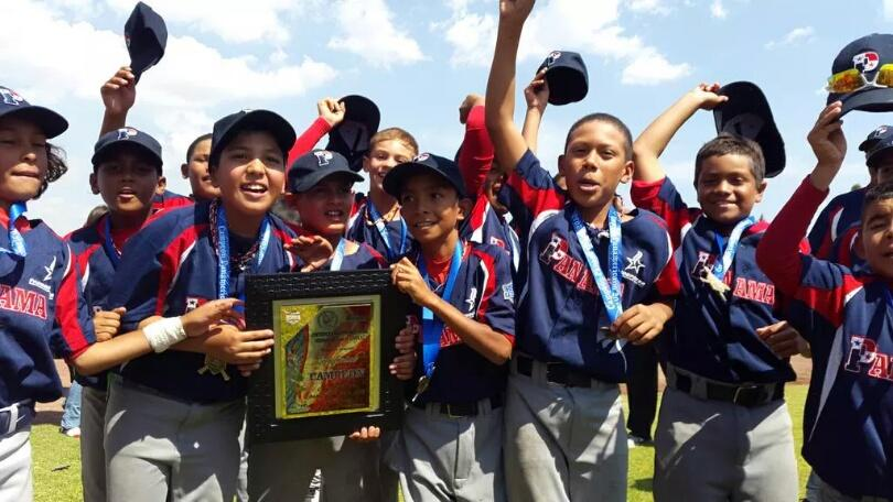 La Selección Nacional Infantil, campeones del Panamericano, regresa el lunes a las 8 de la noche @elsiglodigital http://t.co/VGQPnZ1esN