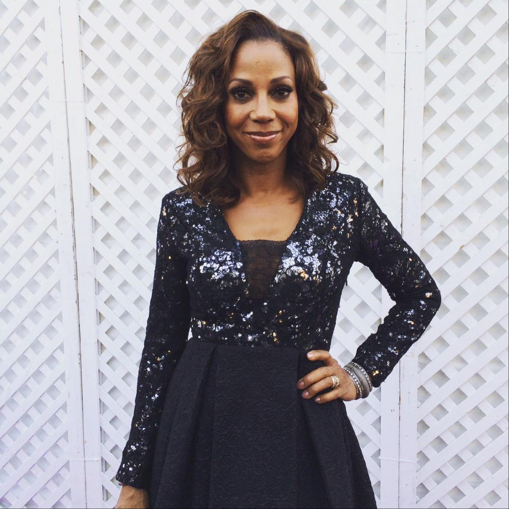 The beautiful @hollyrpeete lighting up the purple carpet for the @HollyRodFDN's 17th annual #DesignCare Gala http://t.co/Zqhhto5Aw9