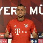#PresentaciónOficial: El mediocampista chileno Arturo Vidal fue presentado como nuevo jugador de Bayern Munich. http://t.co/2Tn6AvsXsU