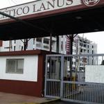 #Lanús y #Unión cerraron sus puertas en señal de duelo por el fallecimiento de Diego Barisone http://t.co/BHkY9BsX8l http://t.co/VXyuJ6UqLb