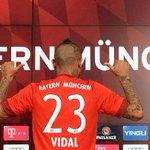 "Tiene ""una vida en modo de combate"": Así ven a Arturo Vidal en Alemania http://t.co/iNaPJhLS7D http://t.co/EghpzbjBPA"