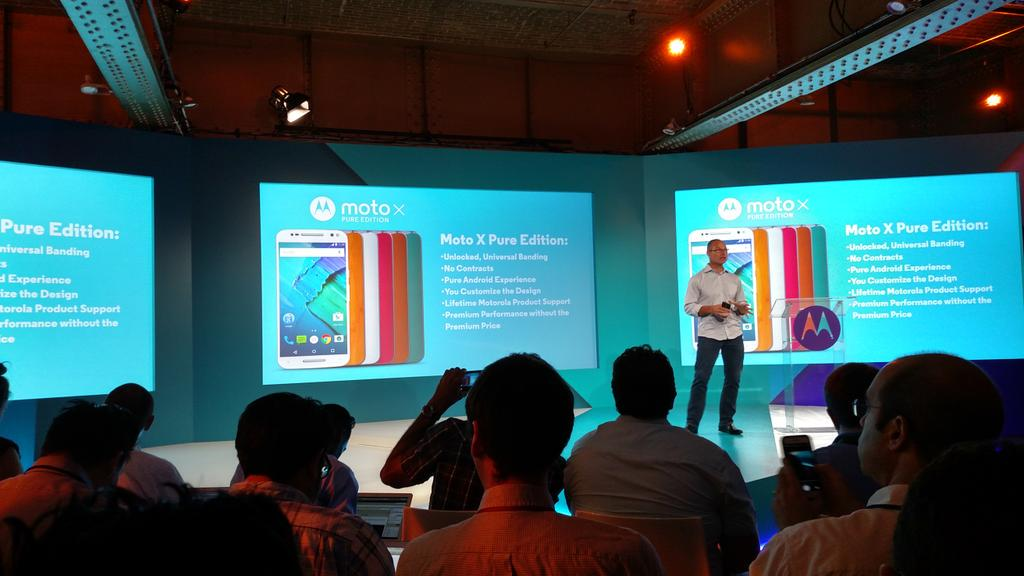 Wow! The new @Motorola #MotoXStyle - only $399 fully unlocked 4 a top of the line phone. #HelloMoto #MotoMakers http://t.co/gt2meaLyhc