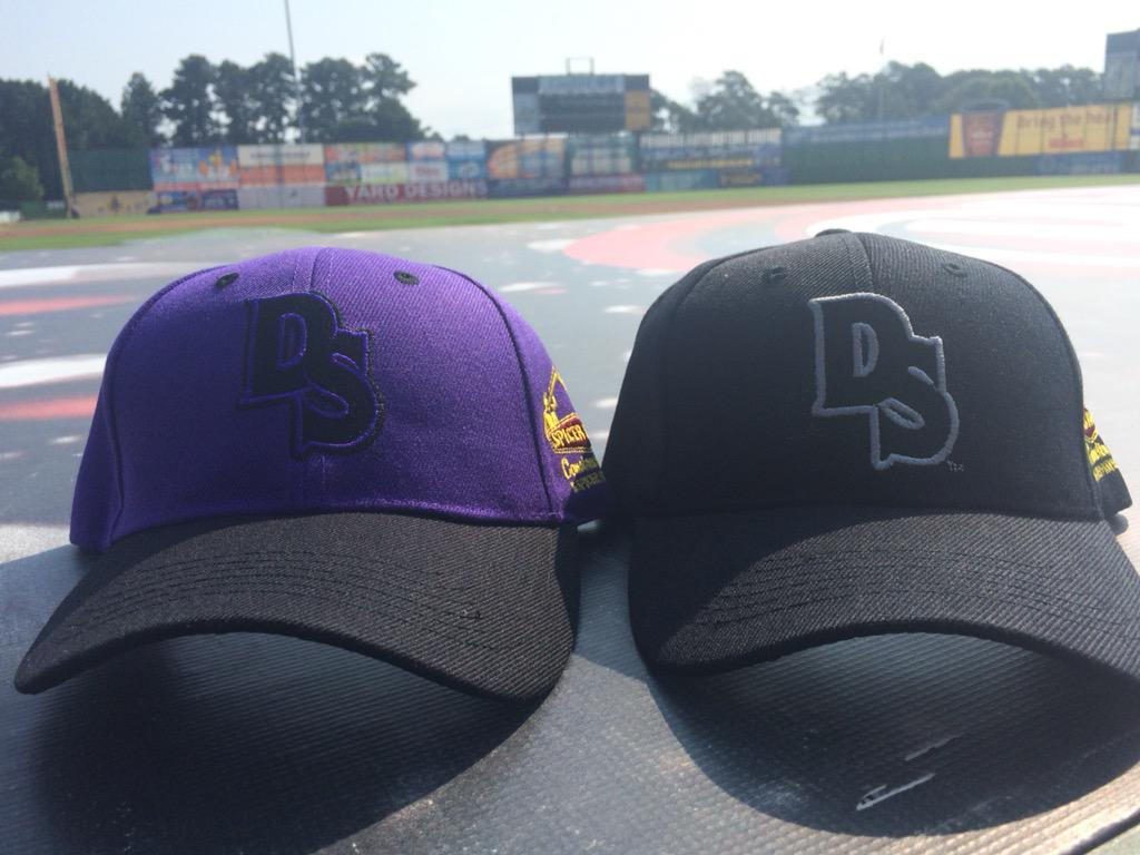 SOURCES: We have two hats to give away as a part of our 10 for 10K promotion. RT before 5 p.m. for a chance to win. http://t.co/HXmbocikGf