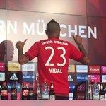 Vidal con su nueva dorsal. #MiaSanMia http://t.co/XAtX912Oqv