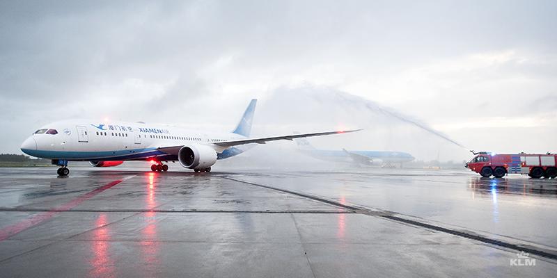 Persbericht: KLM en Xiamen Airlines bedienen nu zes keer per week Amsterdam-Xiamen.