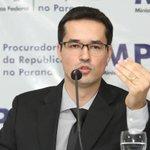 Procurador da Lava-Jato pede assinaturas em apoio a projetos de lei contra a corrupção. http://t.co/Lg4b2IeiXM http://t.co/I17FVIyLKM