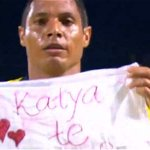 Pastor le pide a novia de futbolista Martín Arzuaga que no se case http://t.co/BGQdjFKvrD http://t.co/9i7psEu6Is
