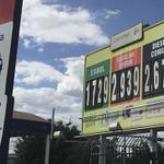 Os 7 postos de combustíveis mais baratos de Goiânia (economize até R$ 0,70 por litro) http://t.co/XKLDsNYreU http://t.co/fZih5xsL8s
