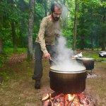 """الشيخ محمد بن راشد @HHShkMohd في اجازة خاصة .. قائد """"يطبخ"""" كل شىء بيده ..!، هنيئا #دبي #الإمارات http://t.co/0YmCX09sHn"""