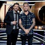 .@RyanSeacrest and @justinbieber hanging out on stage! #KnockKnockLive http://t.co/qs3KQikDup