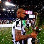 Vidal con la Juventus: ✓4 temporadas ✓169 partidos ✓49 goles ✓24 asistencias ✓7 títulos El adiós del Rey Arturo. http://t.co/HtGlBnqfwq