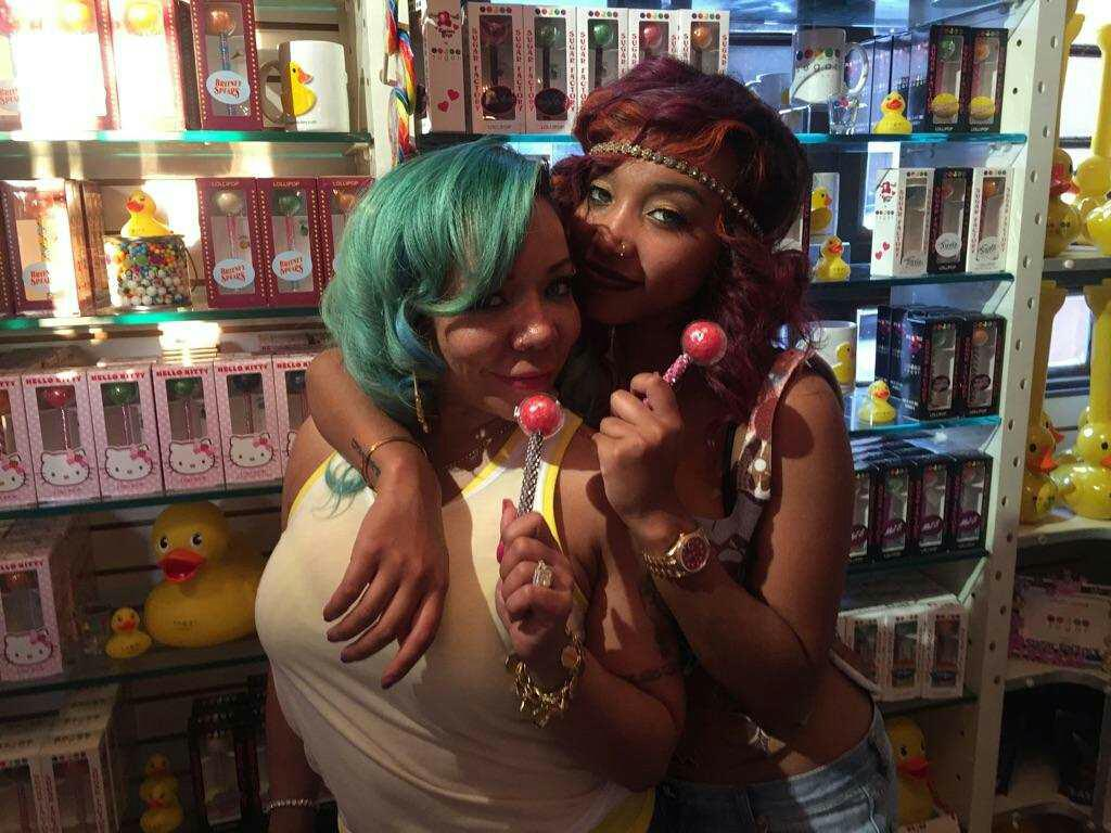 Zonnique and Tiny enjoying some Couture Pops at #sugarfactory #nyc http://t.co/mZkSL3cEpm