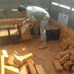 Ingeniosa manera de contrabandear licor en #Ecuador gran cargamento fue capturado http://t.co/thbgSnKkIe