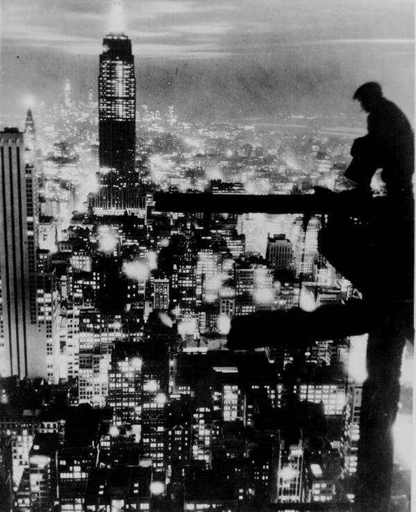 New York City at night, 1935. http://t.co/cVAS9L0t3Y