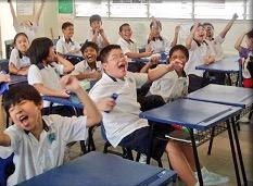 Whenever relief teacher walks into class #sosingaporean http://t.co/FEDvaPhS6Z