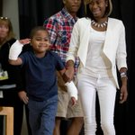 8-year-old has double hand transplant in US http://t.co/tksp1UUWZq http://t.co/4EriGXUV63