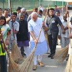 Karnataka, Delhi, Tamil Nadu lead Swachh Bharat campaign http://t.co/nqS9VaMhQA