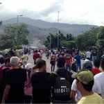 Distrubios en la frontera Táchira-Colombia tras muerte un maletero http://t.co/5lLUNAoPtr #29JL http://t.co/V9bvl76KtX