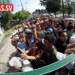 Ni en tiempos difíciles perdemos la sonrisa. ¡Así somos los salvadoreños! Foto: Mauricio Castro http://t.co/xSi5YnFEr3