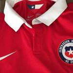 Cambio drástico: así sería la nueva camiseta de entrenamiento de la Roja http://t.co/xoqe2jxlEb