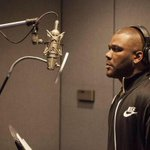 How did Tyler Perry hop in the studio before @MeekMill?? http://t.co/5rRbD1kvcN