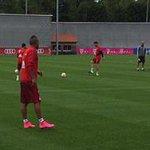 Vidal entrenó y tuvo su primer encuentro en cancha con Guardiola en el Bayern http://t.co/eWFY4nzlJX http://t.co/JOwMLcqYGp
