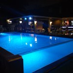 ร้าน Swim Pool Villa Bar เหม่งจ๋าย บรรยากาศชิวมาก ดึกๆเล่นน้ำได้ด้วย เด็ด #ReviewBangkok #อร่อยไปแดก #ReviewThailand http://t.co/bvfdWkrXp5
