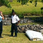 More photos from plane debris on La Reunion by @Yannick_Pitou, could it be part of #MH370? http://t.co/8TxmfenjX0 http://t.co/ShTKMRkDw8