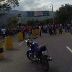 Cierran frontera entre Colombia y Venezuela por disturbios - http://t.co/VwVaJvqPHn http://t.co/AnnBEhZf8q