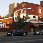 It's #NationalChickenWingDay, as proclaimed by the City of Buffalo in 1977. It all began at the Anchor Bar. http://t.co/iwJTcKRB9m