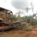 Indígenas ayoreos impiden desmonte de tierras en el Chaco http://t.co/Tq6TsyaqzG http://t.co/NRDBSNt5KA