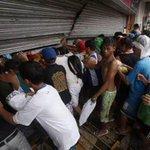 Venezuela: Saquean Almacén de PDVAL en Barrancas del Orinoco, Edo. Monagas @GenPenaloza @napoleonbravo http://t.co/ZLMw9YuIXl