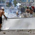 Fuertes protestas en frontera entre #Colombia y #Venezuela tras muerte de comerciante http://t.co/PAnre8JTHR http://t.co/QisXBcel7y