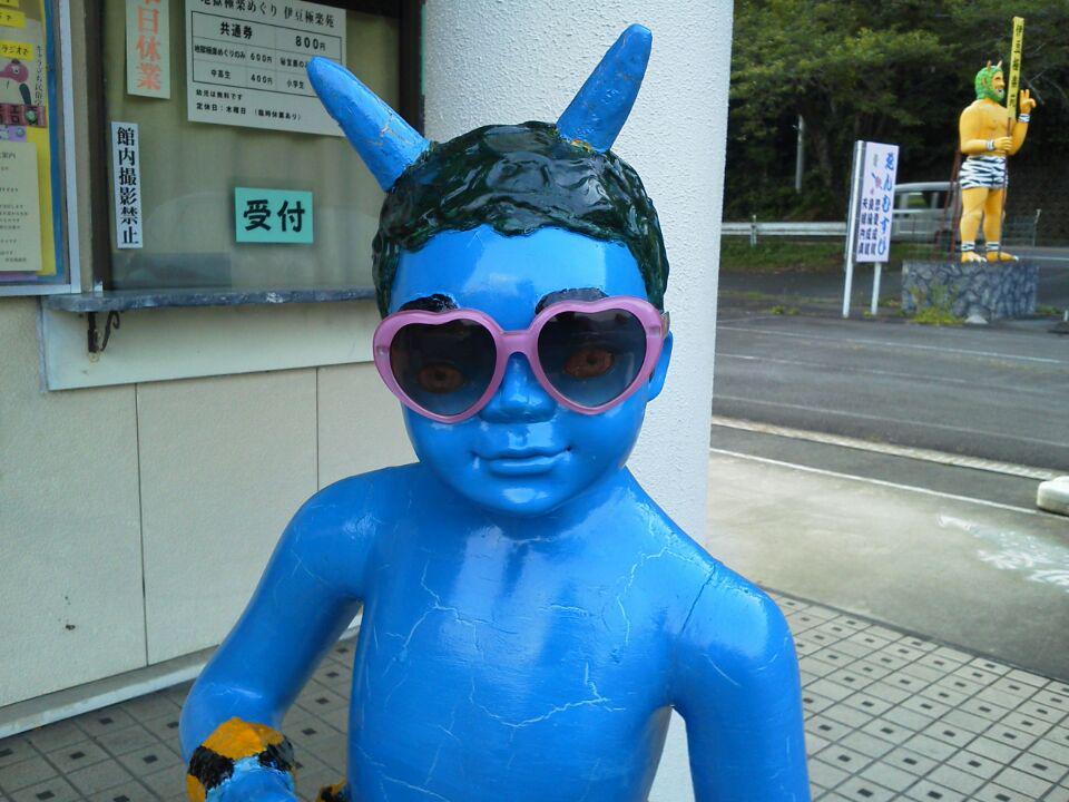本日は木曜日定休日です お休みさせていただきます すみません。  というわけでサングラスをして海に行くわけではありません 忘れ物のメガネでお子さまたちが卓球鬼さん逹と遊んでいますので 本人が取りに戻るまでそのままにしておこうかと・・・ http://t.co/DzJ2Do71r7