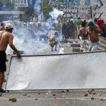 Esto fue parte de la protesta en la frontera Venezuela-Colombia, tras el asesinato del supuesto contrabandista. http://t.co/QQZKHigitJ