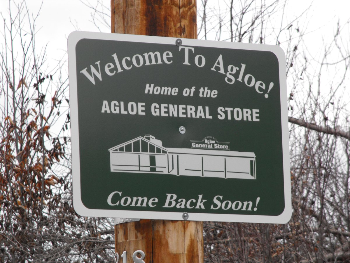 Agloe, NY was never supposed to be a real place. @johngreen explains how it almost became one. http://t.co/bJjrRqOW3V http://t.co/bNbztkYLK5