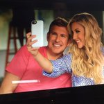 This chick @_ItsSavannah_ never misses an opportunity to take a selfie, even when filming. #smh http://t.co/wH3yciLCxH