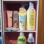 New arrival @KuantanTV butik nukilan collection berdekatan kula cakes bwh jejantas. Mari beli dan dptkan gift percuma http://t.co/Oz2flfblab