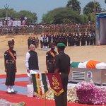 Salute to PM @narendramodi.. Great human paying his tribute to greatest human kalam sir.. #RIPKalamSir http://t.co/c6NSM17qbU