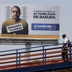 Exhiben en vallas publicitarias a quienes tiren basura en las calles de México http://t.co/enL0ErxPTj http://t.co/CI9O8iJwvZ