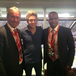 @QuintonFortune @NiallOfficial good to see you again have a good tour #MUTour http://t.co/oVmoE4nobj