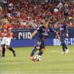 Victoire 2-0 du #PSG contre Manchester United (Matuidi, Ibra). Un Paris SG sérieux termine en beauté sa prépa. #MUPSG http://t.co/LoCt8gR6D1