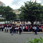 #MMShakeDrill QUEZON CITY – Employees, shoppers evacuate at Parking B beside Araneta Coliseum via @victoriatulad http://t.co/s5YMGEJE0K
