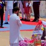 Congress VP Rahul Gandhi pays last respects to Dr A P J Abdul Kalam http://t.co/yPEkSNq2CG #KalamKoINCKaSalam