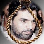 … and the 1993 Mumbai terror blast convict Yakub Memon is dead - http://t.co/Fx6JEIckdC http://t.co/ChSYyyQ5iG