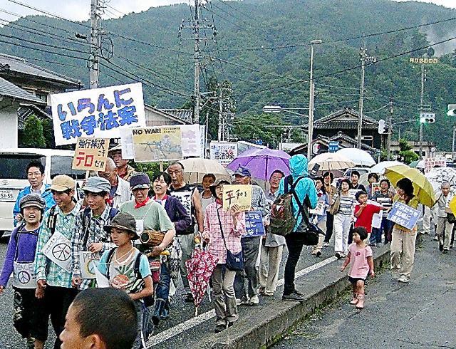 デモ「村でもやるか」、ネット手本に 満蒙開拓団の悲劇胸に/長野・阿智(朝日 7/30) http://t.co/WWREDA4Jay 「長野県南部の阿智村。かつて養蚕業が盛んだった人口6千人余の山あいの村で、数十年ぶりのデモがあった」 http://t.co/mGT4QPJeMC