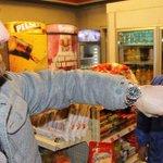 Primeiro país a legalizar maconha, Uruguai declara guerra ao álcool http://t.co/3niOHeK64Q #G1 http://t.co/YN7iWvEuX1